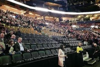 Clintons Face Embarrassingly Empty Arena In 13 Day 'Give Us Money' Tour