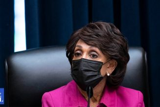 """""""Republicans holding economy hostage"""" says Maxine Waters"""